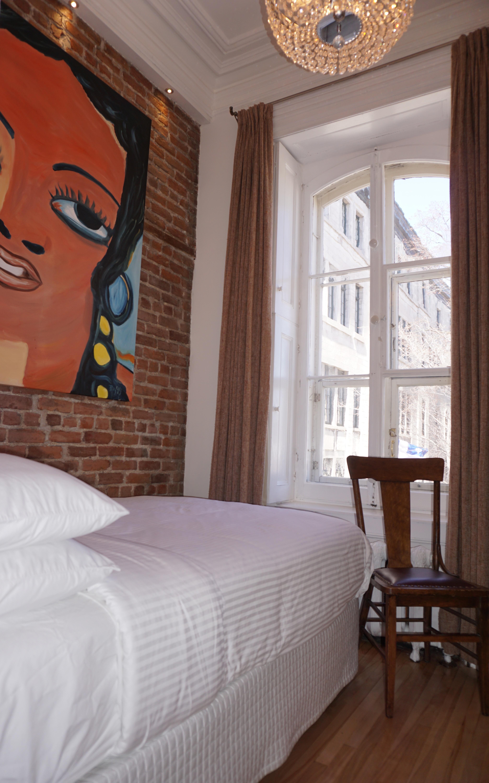 petite chambre conomique avec salle de bain priv e dans le couloir h tel marie rollet. Black Bedroom Furniture Sets. Home Design Ideas